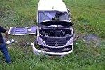 Опрокинувшийся в кювете Mercedes