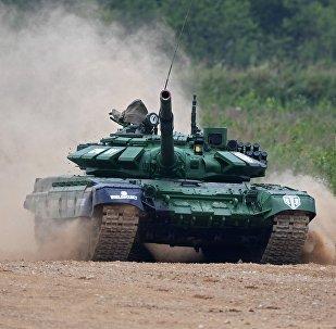 Белорусский экипаж в ходе танкового биатлона