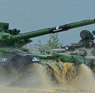 Белорусский экипаж на танковом биатлоне в Алабино