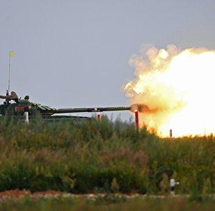 Белорусский экипаж соревнуется в стрельбе по мишеням