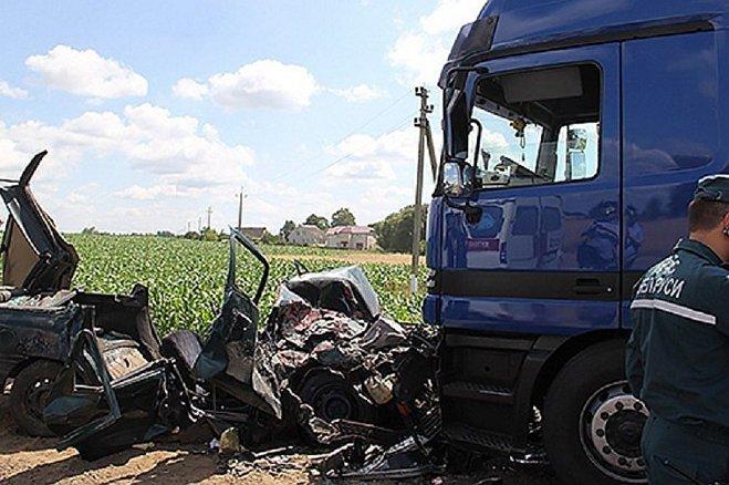 Форд пошел наобгон иврезался в грузовой автомобиль вМогилевском районе