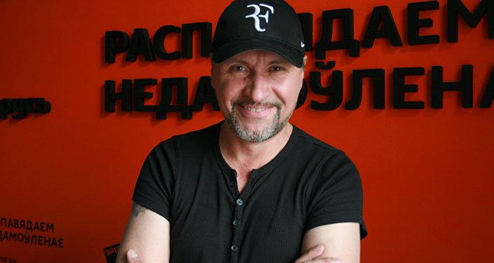 Музыкант, певец Александр Сухарев