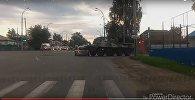 Видеорегистратор заснял наезд бронетранспортера на легковушку в России