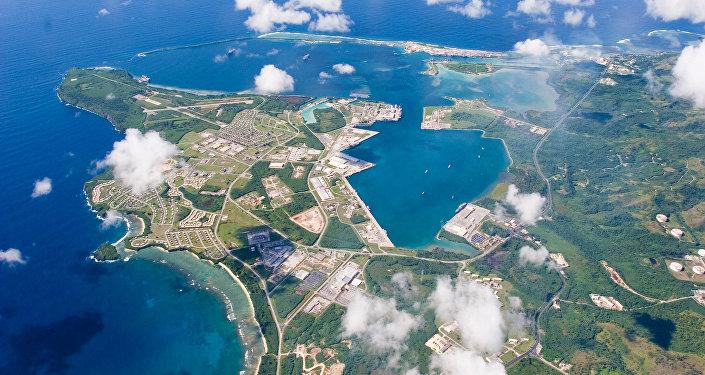 На острове Гуам расположены американская авиабаза Андерсен и военно-морская база Апра-Харбор