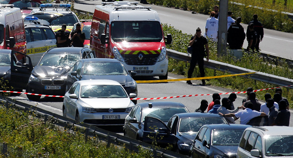 Впригороде Парижа автомобиль наехал нагруппу военных, 6 человек ранены