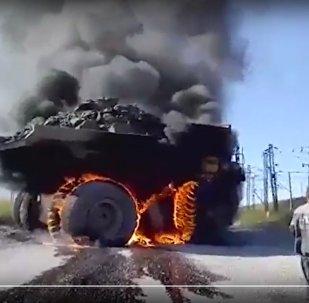Видеофакт: эффектный пожар БелАЗа в карьере в Казахстане