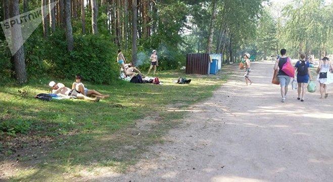 Фотофакт: полгорода уехало на Минское море