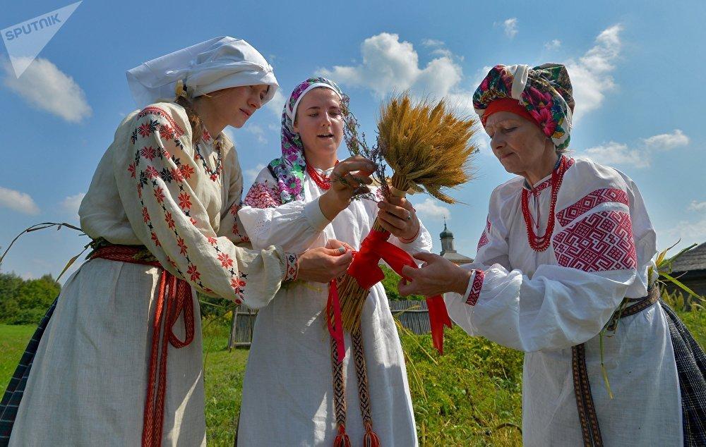 Важно было сделать сноп Гаспадар, который хранился до следующего урожая, чтобы и следующий год был удачным.