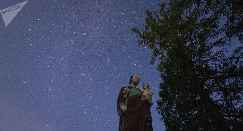 Метеорный поток лучше всего было наблюдать в безоблачную погоду и вдали от источников засветки