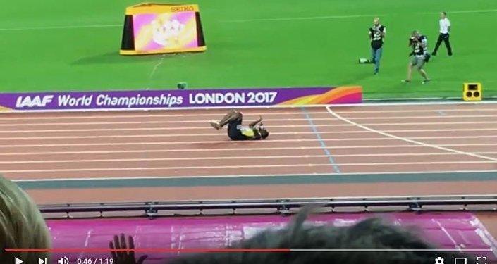 Судорога помешала Усэйну Болту финишировать в эстафете на ЧМ-2017, видео