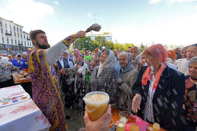 Освящение меда на Медовый спас