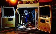 Медики увозят пострадавших при взрыве в Нигерии