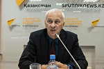 Заместитель директора Института общественной политики партии Нур Отан Владимир Тельнов.