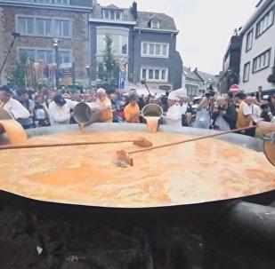 Яичный кризис не помешал бельгийцам приготовить мегаомлет