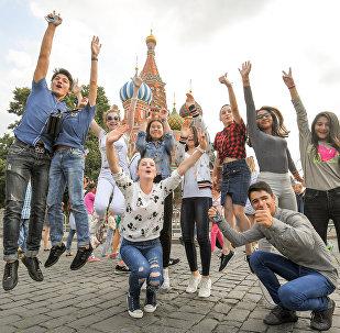 Прогулка по Москве - конкурсанты удивили прохожих