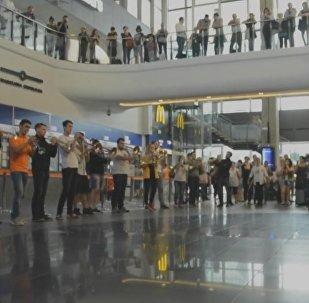 I, CULTURE Orchestra устроили флешмоб в Варшаве