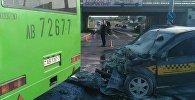 Фото ДТП с участием автобуса и такси