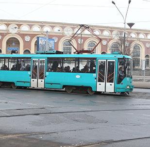 Трамвай на остановке Стадион Динамо