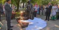 Видеофакт: открытие памятника Мулявину в Минске