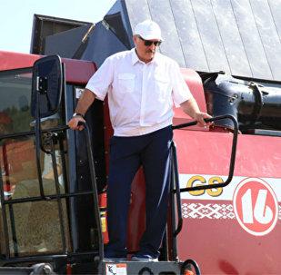 Александр Лукашенко во время рабочей поездки в Могилевскую и Витебскую области 18 августа 2017 года