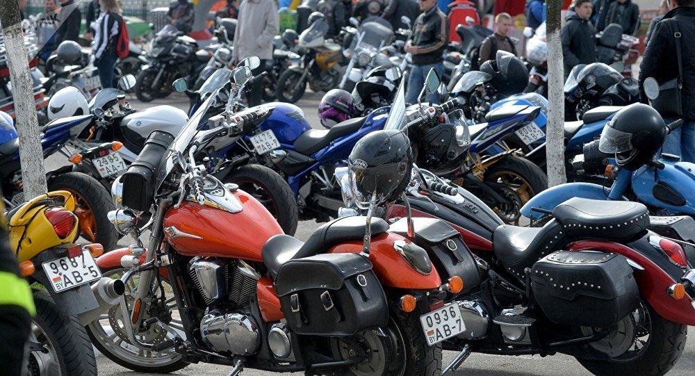 Минчане и гости столицы на площадке у Дворца спорта смогли посмотреть, на чем ездят байкеры.