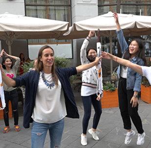 Участники шоу Ты супер! Танцыпоборолись за зонты Sputnik в шуточном состязании