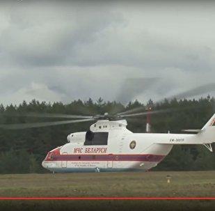 Вертолет МЧС Беларуси направляется в Грузию для тушения пожаров, видео