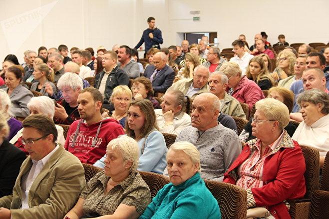 Жители района у станции метро Пролетарская пришли на презентацию чтобы задать многочисленные вопросы