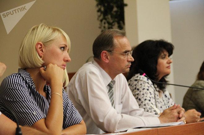 Заместитель главы администрации Ленинского района Андрей Бондаренко признался, что о том, куда переселят жителей реконструируемого района, говорить пока рано