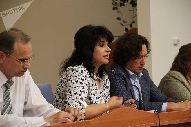 Депутат Татьяна Сайганова предложила уважаемым жителям Ленинского района записаться к ней на прием