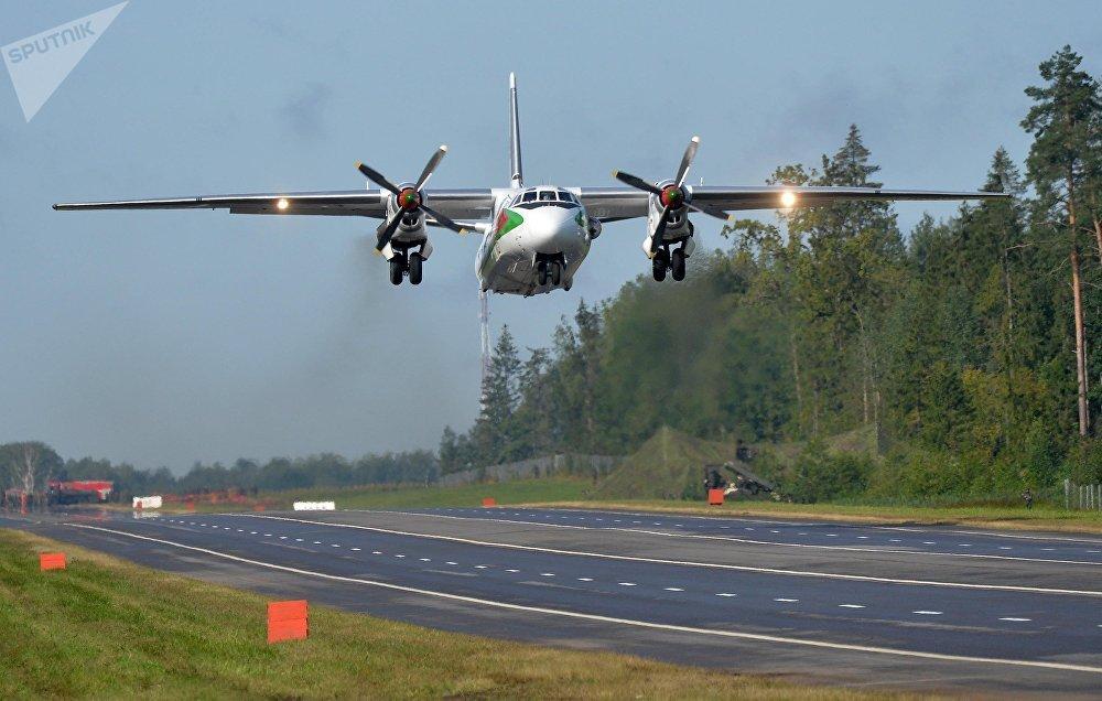 Взлет Ан-26 после разгрузки