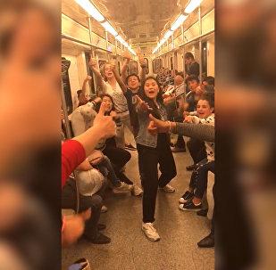 Участники проекта Ты супер! Танцы станцевали в московском метро