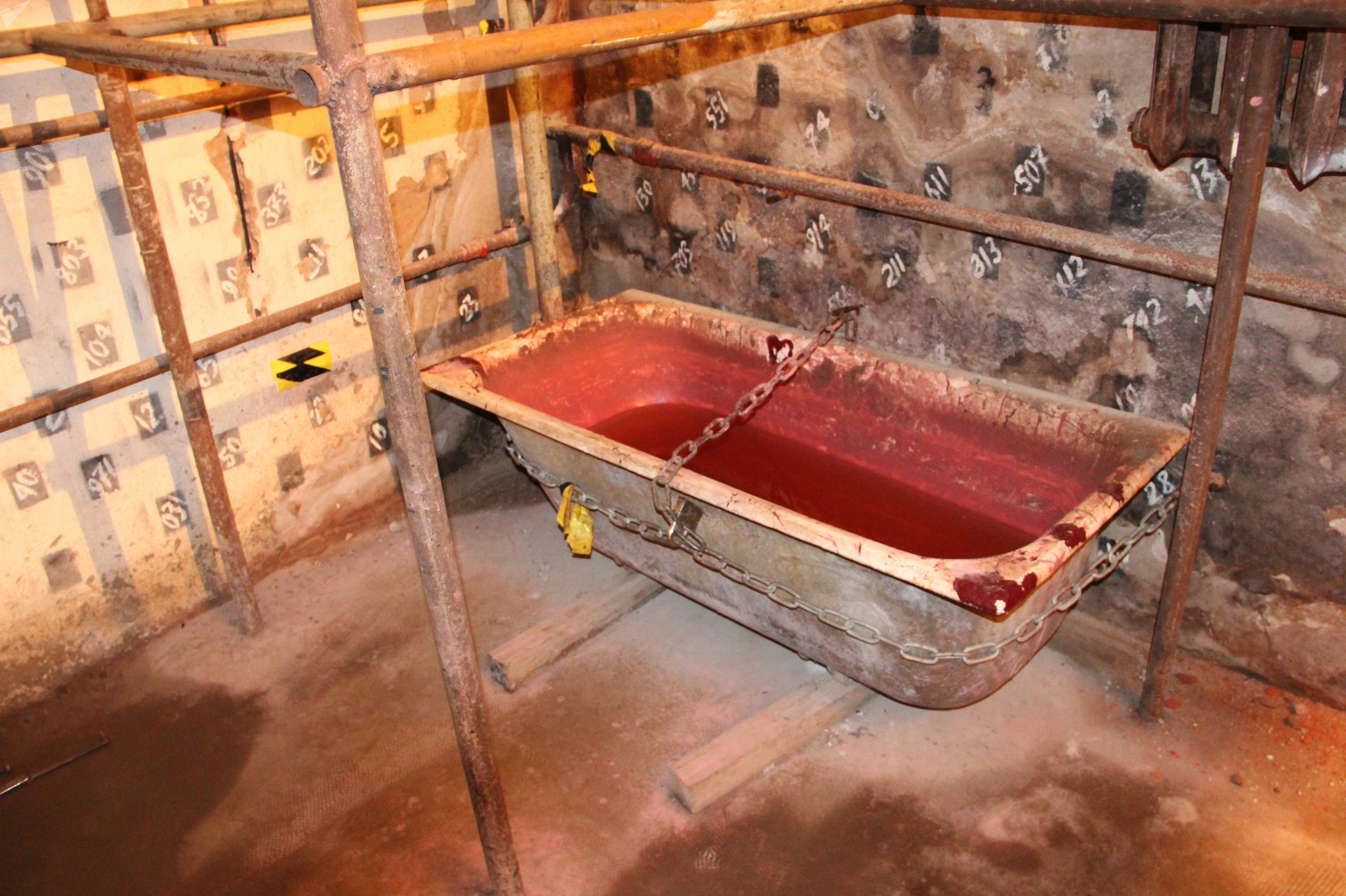 Остроты впечатлениям добавляет ванна с кровью