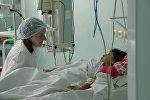 После операции сирийская девочка потихоньку приходит в себя