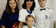 Кристина Данцевич из Скиделя с детьми