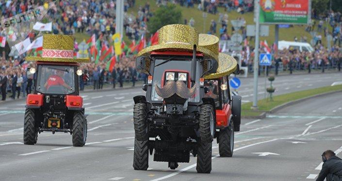Зрители увидели давно полюбившийся белорусской публике тракторный балет.