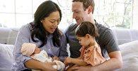 Марк Цукерберг с супругой  и детьми