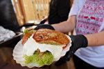Кулінары Гомеля прэзентавалі новую страву з бульбы - дранбургер