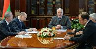 Александр Лукашенко на овещании о развитии белорусского автомобилестроения 31 августа 2017 года
