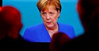 Канцлер Германии Ангела Меркель во время дебатов с Мартинов Шульцем