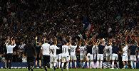 Сборная Люксембурга благодарит болельщиков после матча с Францией