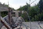 КПП Станица Луганская на линии соприкосновения в Донбассе, архивное фото