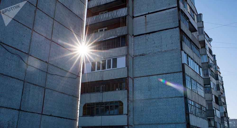 ВСтаврополе умер мужчина, выпав изокна 14-го этажа