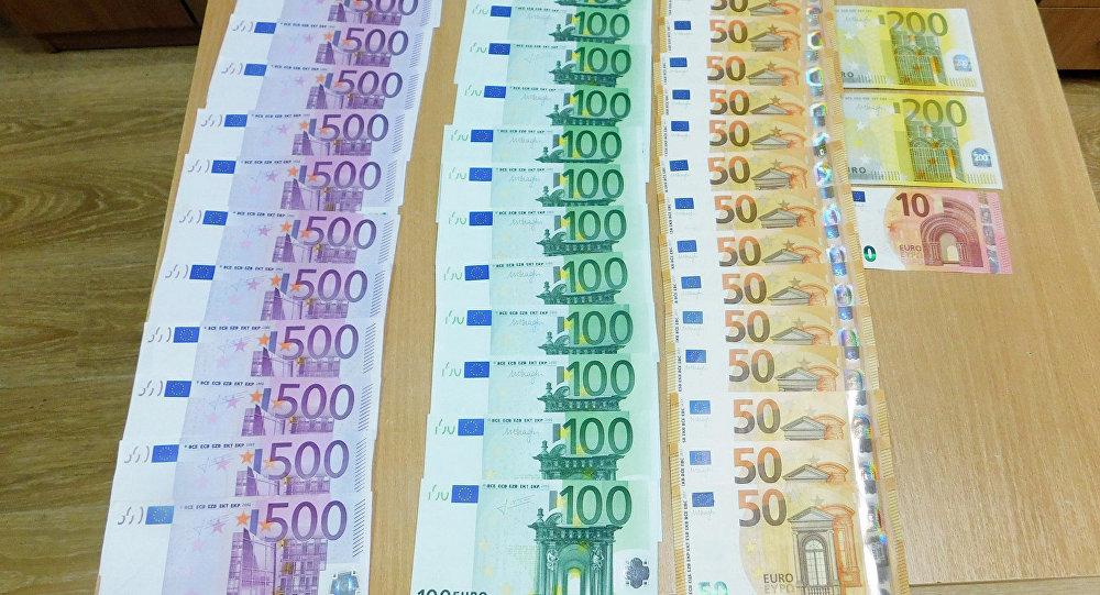 Почти 10 тыс. евро изъяты у белоруски на границе