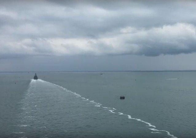 Корабль Азов прошел под аркой Крымского моста, видео
