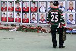 Стенд с фотографиями игроков ХК Локомотив