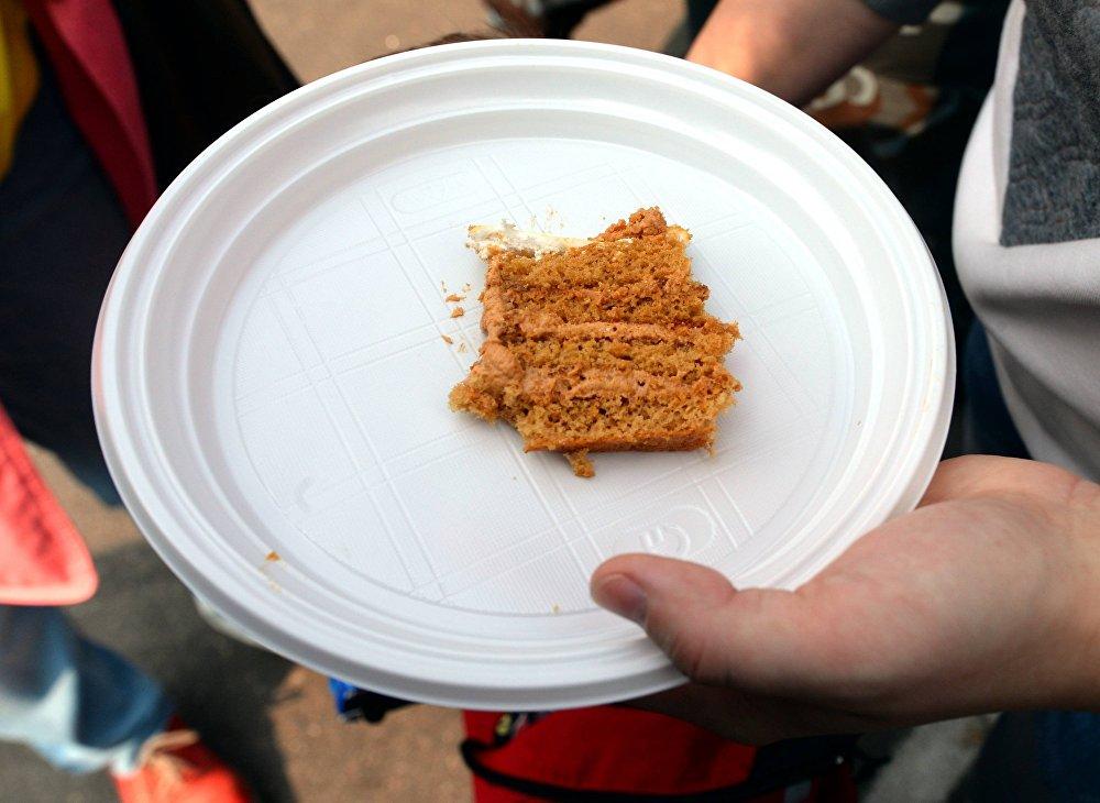 Кавалачкі торта былі зусім невялікія - арганізатары імкнуліся, каб хапіла на ўсіх жадаючых