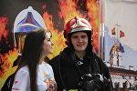 Молодые люди на праздновании Дня города в Минске
