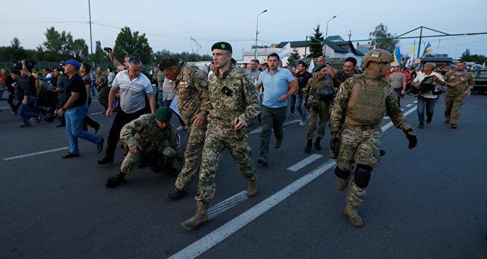 Украинские пограничники пытаются не допустить Михаила Саакашвили и его сторонников через границу