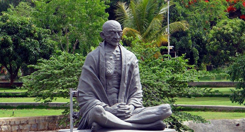 Статуя Махатма Ганди